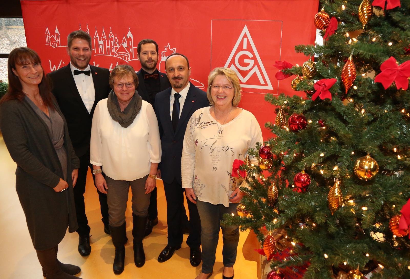Frohe Weihnachten Besinnliche Feiertage.Die Geschäftsstelle Koblenz Wünscht Allen Kolleginnen Und Kollegen